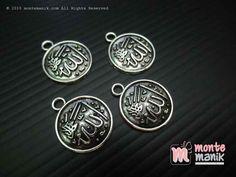 http://montemanik.com/product/charm-allah-nikel-14-mm-ala-033/ Charm Allah Nikel 14 mm (ALA-033) Ukuran charm 14 mm Material logam Warna nikel Dalam 1 pack terdiri dari 3 buah charm  bahan bros, bahan craft, bahan gelang, charm, charm besi, liontin, montemanik -  - #BahanBros, #BahanCraft, #BahanGelang, #Charm, #CharmBesi, #Liontin, #Montemanik -