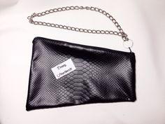 Clutch Pelle Pitonata Geometrica con catena : Borsette di dennyhandmade #fauxleather #leather #black #fashionaccessories #fashion # glamour #bag #style #black #casual