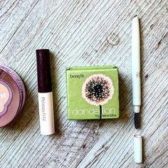 The power of just 5 makeup 😉 blog post link in bio  #makeup #travelmakeup #minimalist #loreal #benefit #primavista #majolicamajorca #maclipstick