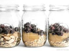These Blueberry Almond Overnight Oats are naturally sweet without any added sugar, and provide plenty of flavor and texture to keep you happy and full all morning. Brunch Recipes, Breakfast Recipes, Breakfast Time, Breakfast Ideas, Vegetarian Recipes, Healthy Recipes, Thing 1, Sliced Almonds, Healthy Meal Prep