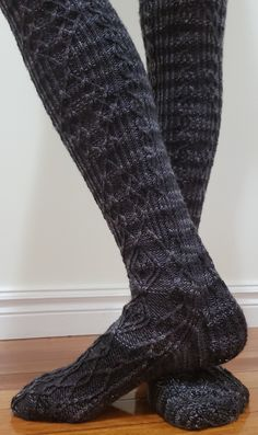 """FREE PATTERN! """"Distracted"""" by Michelle Leanne Martin. Knit using Stroll Tonal """"Train Station""""."""