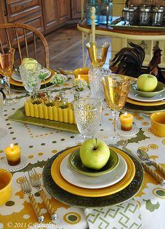 ...não precisa ter um conjunto completo para por uma mesa bonita ,bastam algumas peças avulsas que se harmonizem nas cores. Fica lindo e sempre é mais barato peças avulsas que um grande conjunto e se quebrar é fácil e mais econômico repor.....