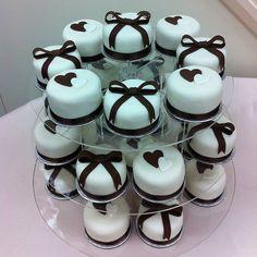 Mini Bow Cakes #cakes http://pinterest.com/ahaishopping/