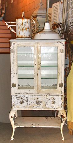 ChiPPy! - SHaBBy! BeSt-Ever, PerFeCtLy ChiPPy Original Old White Paint MEDICAL CABINET