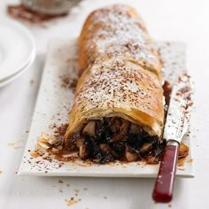 ley of spiced pear, amaretti and chocolate pieces, wrapped in layers of filo pastry and baked to perfection Easy Pastry Recipes, Strudel Recipes, Pear Recipes, Almond Recipes, Baking Recipes, Vegetarian Recipes, Dessert Recipes, Dessert Ideas, Desserts