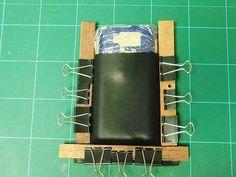 レザークラフト G.Works:型押しで作るスマートホンホルダー