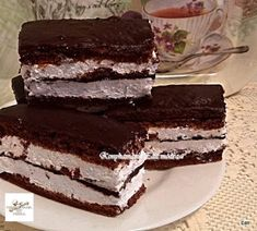 Kinder pingui, nálunk ez a tuti befutó! Cake Recipes, Dessert Recipes, Tiramisu, Food And Drink, Sweets, Cookies, Baking, Eat, Ethnic Recipes