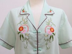 Vintage 80s Light Green Embroidered Shirt por Laimperdible en Etsy