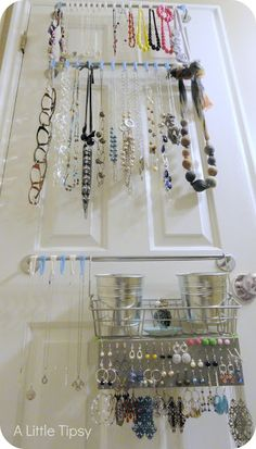 Love this DIY Jewelry Organizer from @Michelle Flynn Barneck {A Little Tipsy}