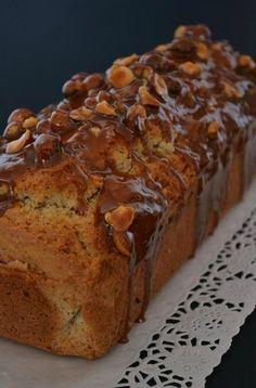 Cake amandes noisettes glaçage caramel.
