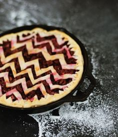 Or get ziggy with it / 23 Ways To Make Your Pies More Beautiful (via BuzzFeed)