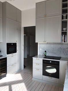 60 Kitchens with mirrors - beautiful photos - Home Fashion Trend Kitchen Furniture, Kitchen Interior, Room Interior, Interior Design Living Room, Kitchen Decor, Alexandra Bring, Grey Kitchens, Home Kitchens, White Kitchen Inspiration
