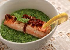 Erte- og spinatpuré med laks - Fraiva