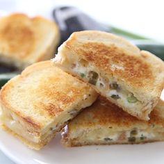 This easy jalapeno popper grilled cheese sandwich combines that amazing jalapeno popper flavor with bacon and sharp white cheddar for one irresistible gourmet grilled cheese! Gourmet Recipes, Appetizer Recipes, Cooking Recipes, Healthy Recipes, Gourmet Foods, Tofu Recipes, Burger Recipes, Mexican Recipes, Cooking Tips