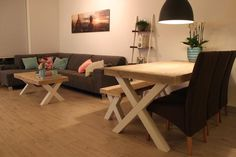 Table et table basse modèle Sybil de chez Pays Bois Corner Desk, Tables, Wood, Furniture, Home Decor, Scaffolding Wood, Bass, Dinner Room, Home Decoration