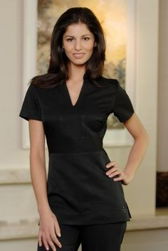 Cara black uniform - always my favorite! Salon Uniform, Spa Uniform, Hotel Uniform, Uniform Ideas, Beauty Tunics, Salon Wear, Beauty Uniforms, Black Scrubs, Estheticians