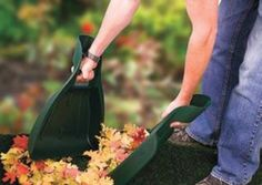 AP5330 - Lawn Hands - Collect thorny plant material and other garden waste