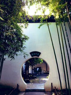 """昔南京にいた女 on Twitter: """"中国の庭園やお家のこういうの好きなんだけど、こいつの名前は何?なんと表現したらいいの?扉?壁?通路?穴?… """" Moon Gate, Chinese Architecture, Location History, Mansions, House Styles, Twitter, Vehicle, Garden, Mansion Houses"""