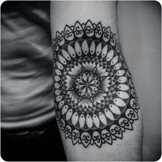 Mandala Forearm Tattoo Designs has been taken the world of tattoos by storm. Those who are yoga practitioners and focus on the Anuttarayoga tantra mainly we Tattoos Mandalas, Dotwork Tattoo Mandala, Mandala Tattoo Design, Tattoo Motive, Tattoo Designs, Filigree Tattoo, Ornate Tattoo, 1000 Tattoos, Elbow Tattoos