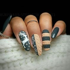 100 Easy Acrylic Winter Nails and Color Ideas 2019 - Page 2 of 10 - Soflyme - winter nail art winter nails, winter nails acrylic, winter nails colors winter nails gel, winter nails ideas simple, winter nail art - Diy Christmas Nail Art, Christmas Nail Art Designs, Holiday Nail Art, Winter Nail Designs, Winter Nail Art, Colorful Nail Designs, Christmas Nails 2019, Christmas Artwork, Christmas Colors