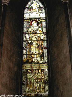 Catedral de San Patricio en Dublín. Vidirera con la figura de San Patricio. St. Patrick's Cathedral Stained glass with the figure of St Patrick