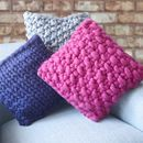 Super soft and super stylish, this chunky knit pillow is handcrafted from the softest fabric acrylic yarn and is the perfect decoration item for your apartment or home. The pillow insert is made of poly with a chunky knit cover. Knitted Cushions, Wool Pillows, Knitted Throws, Throw Pillows, Knitting Kits, Hand Knitting, Knitting Patterns, Cotton Cord, Super Chunky Yarn