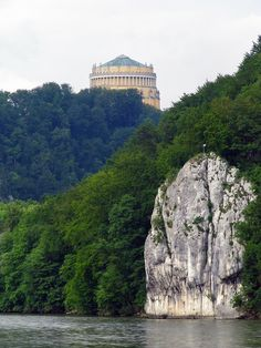 Donaudurchbruch und Befreiungshalle bei Kelheim