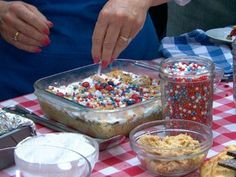 S'more Bars Recipe - ABC News - Scouts Love S'mores and I love how they made this into a bar and festive for Independence Day! Gma Recipes, Jelly Recipes, Wine Recipes, Baking Recipes, Favorite Recipes, 4th Of July Desserts, Great Desserts, Delicious Desserts, Dessert Recipes