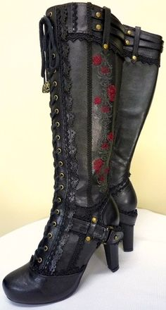 Gorgeous tall lace up boots.