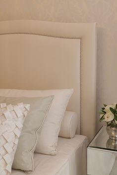 Garotas Modernas: Inspiração de decor: quartos de casal com móveis espelhados e cabeceira estofada