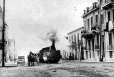 mini.press: Ιστορία-1904 Ξεκινά η ηλεκτροκίνηση του σιδηροδρόμου Αθήνα-Πειραιά, που ήταν μέχρι τότε ατμοκίνητος. 1967 O Σπυρίδων Μαρινάτος, αρχαιολόγος, ανακαλύπτει στη Σαντορίνη τον προιστορικό οικισμό στη θέση Ακρωτήρι, ο οποίος μας δίνει σημαντικές πληροφορίες για τις συνήθειες των κατοίκων και τα επιτεύγματα της εποχής τους. Attica Athens, Athens Acropolis, Athens Greece, Old Photos, Vintage Photos, Greek Independence, Old Greek, Greece Photography, Greek History