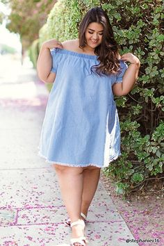 Forever - A chambray swing dress featuring an elasticized off-the-shoulder neckline, short sleeves, and frayed trim. Plus Size Looks, Curvy Plus Size, Plus Size Fashion For Women, Plus Size Women, Plus Fashion, Curvy Girl Outfits, Curvy Women Fashion, Mode Niqab, Plus Size Dresses