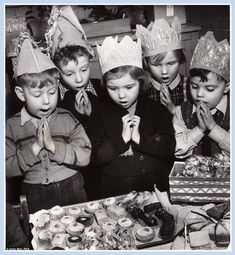 Grace is said before eating cakes at a Children's Christmas Party for three-year-olds at an Infants' School in Stoke-on-Trent, 1952 English Christmas, Christmas Past, Xmas, Christmas Parties, Christmas Baking, Christmas Decor, Vintage Christmas Photos, Christmas Pictures, Blog Pictures