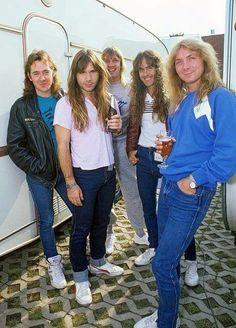 #wattpad #outros-gneros ¡Primer libro de las curiosidades de Iron Maiden en Wattpad! Datos, anécdotas, fotos, etc. Espacio dedicado a una de las bandas más influyentes del Heavy Metal. ¡Up the Irons! Link a la segunda parte: http://w.tt/2nbn2F0