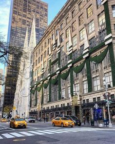 Fifth Avenue NewYork City ❤️ NYC New York City Travel Honeymoon Backpack Backpacking Vacation New York Street, New York City, York Things To Do, Places To Travel, Places To Visit, Empire State Of Mind, New York Christmas, City Aesthetic, Concrete Jungle