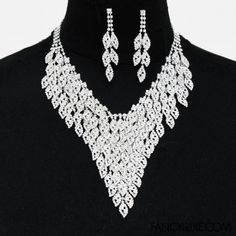 Fancy Eyelet V Necklace and Earrings  Silver/Clear