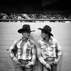 Lane Frost and Jim Sharp bu Sue Rosoff Cowboy Love, Cowboy And Cowgirl, Cheyenne Rodeo, Cowboy Photography, Animal Photography, Rodeo Cowboys, Real Cowboys, Lane Frost, Cute Country Boys