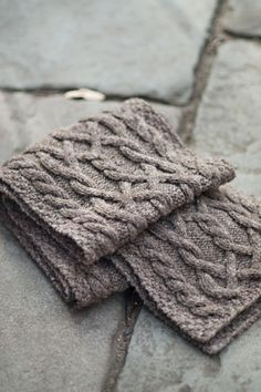 Would love to find the pattern for this scarf, so I can make this myself. :)