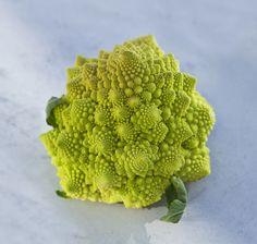 Romanesco - the most beautiful vegetable on earth! Cauliflower, Most Beautiful, Earth, Vegetables, Cooking, How To Make, Food, Cucina, Head Of Cauliflower