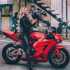 'Most of the battle is just about getting your mind right' __________________________________________________________ 📸: ♥️ _______________________________________________________ . Honda Motorcycles Cbr, Honda Street Bikes, Yamaha Yzf, Lady Biker, Biker Girl, Red Motorcycle, Girl Motorcycle, Honda Cbr 600, Hot Bikes