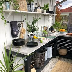 Gardening – Gardening Ideas, Tips & Techniques Backyard Projects, Backyard Patio, Indoor Outdoor Living, Outdoor Spaces, Outside Room, Patio Layout, Summer Kitchen, Outdoor Kitchen Design, New Home Designs