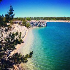 Fantastiskt vatten i Blå lagunen, som gör skäl för sitt namn!  #gotland #gotlandstips #sweden  #beach #bluelagoon #lake Beautiful Islands, Beautiful Places, Travel Through Europe, Unique Animals, Travel Memories, Blue Lagoon, Places To Go, Scenery, Earth