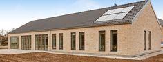Det bliver ikke mere enkelt og flot med dette længehus i ArchLine-arkitektur fra Lind & Risør.