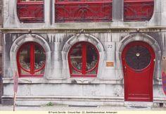 Bleedhooverstraat by W van Oenen in The horse shoe shaped windows and door of the ground floor are both a signature of Art Nouveau and have a singular touch. Shaped Windows, Art Nouveau Architecture, Name Art, Old Doors, Entrance Doors, Door Knockers, Ground Floor, Art Decor, Furniture Design