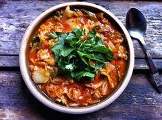 Micsoda? Igen, paradicsomos káposzta! Vegan Soups, Gluten Free Recipes, Free Food, Curry, Paleo, Food And Drink, Eat, Ethnic Recipes, Curries