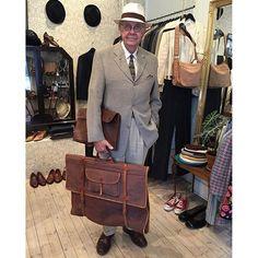 vintagemannen You don't see them very often nowadays, these vintage suit bags, do you? #gentswear #gentsfashion #gentleman #dapperstyle #dapper #vintage #vintagestyle #vintagebag #vintagesuitcase #vintagetravelbag #vintagemannen #dandy #ruthraoulvintage #1930s #linentrousers #panamahat #vintagetie #aldenshoes #aldencordovan 2016/09/10 03:41:29