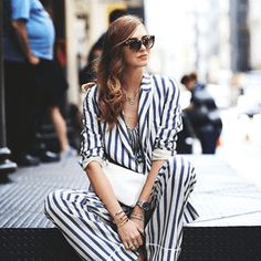 Tendenze Moda: Stile Navy Fresco ed originale, lo stile navy è uno dei trend dell'estate 2016. Hai bisogno di un paio di idee? Lasciati ispirare nel nostro total look Michael Kors o visita il nostro online store per visualizzare tutta la collezione.