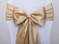 Style Your Party Stoelstrik - Goud Luxury Wedding Decor, Elegant Wedding, Chair Bows, Metallic Look, Wedding Bows, Bow Design, Make Happy, Party Items, Cutwork