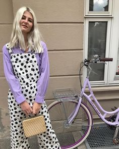 Bored with your basics? Instead, shop these statement pieces that were made for stylish summer outfits. Purple Outfits, Colourful Outfits, Colorful Fashion, Summer Outfits, Quirky Fashion, White Outfits, Outfits Inspiration, Inspiration Mode, Mode Outfits
