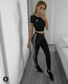 Awesome Adidas Legging Outfits Ideas to Steal Sweatpants Outfit, Legging Outfits, Adidas Outfit, Chill Outfits, Sporty Outfits, Summer Outfits, Cute Outfits, Look Fashion, Teen Fashion
